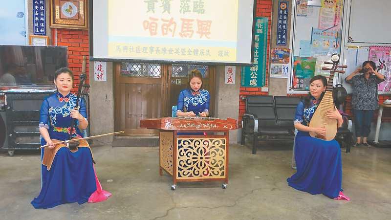 廣州音樂曲藝團一連演奏數曲當地膾炙人口經典名曲,演奏「茉莉花」時引發許多共鳴。 (本報系記者謝瓊雲攝)