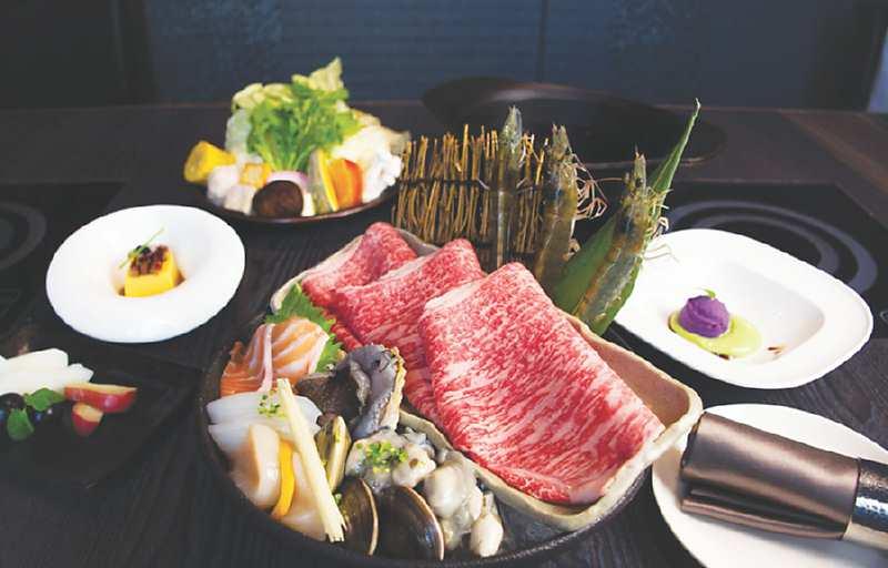 ↑輕奢海陸單人鍋,可一次品嘗到鮮活鮑魚、生食級干貝等七種頂級海鮮,以及鹿兒島和牛。圖/姚舜