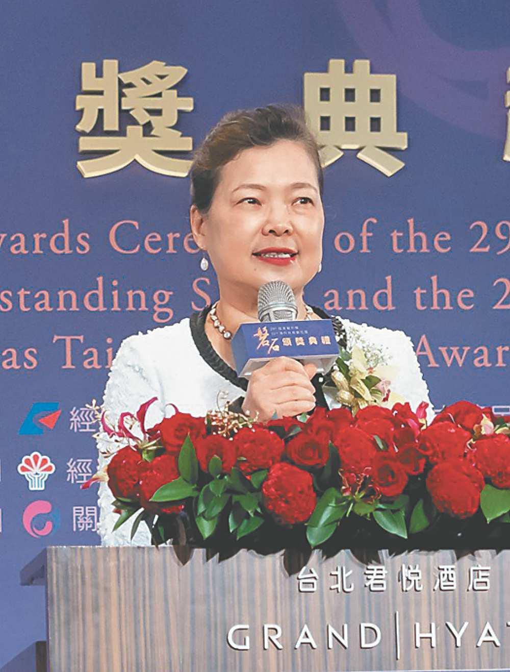 ●經濟部長王美花勉勵得獎企業作中小企業的表率。