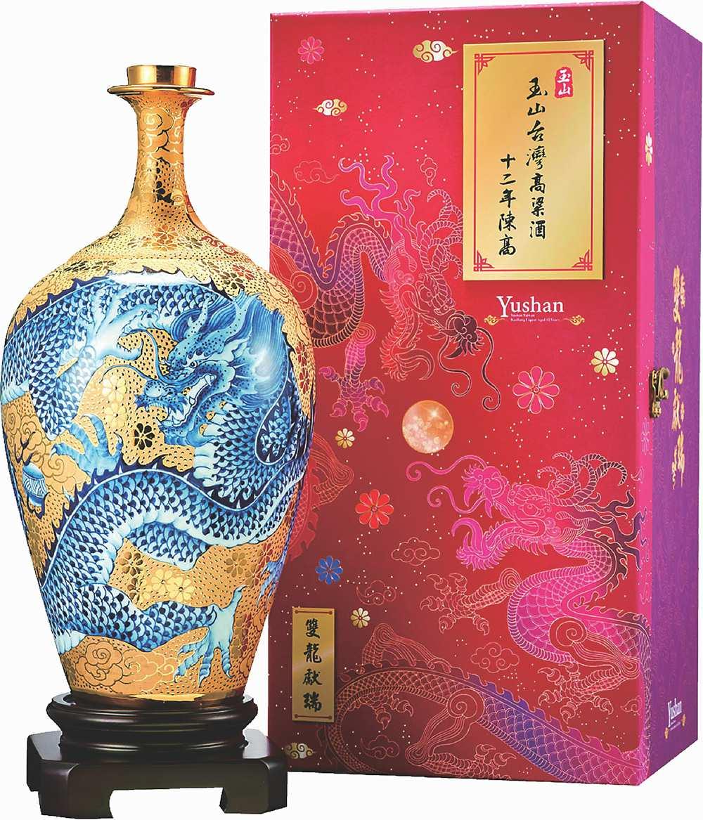 ●「玉山台灣高粱酒十二年(雙龍獻瑞)」陳高禮盒。建議售價:40,000元(贈送木座1只)。