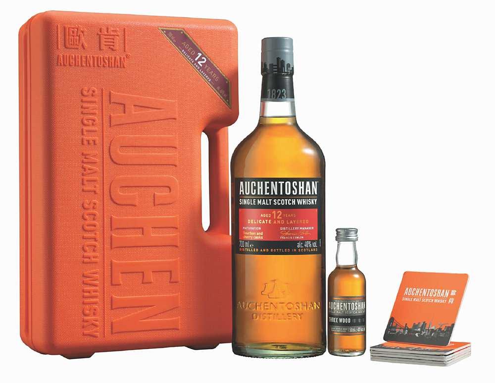 ●「歐肯12年單一麥芽威士忌」低地威士忌的誘人風韻,有著歐肯特有的柔順細緻口感。建議售價:1,220元。圖/業者提供
