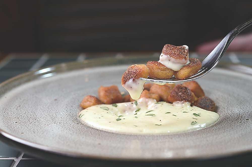 ↑〈松露.麵疙瘩〉的麵疙瘩是用25%小麥麵粉與75%馬鈴薯製作。圖/姚舜